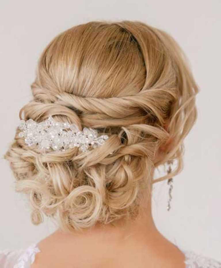 2. Braut-Messy Hochsteckfrisur für Lange Haare