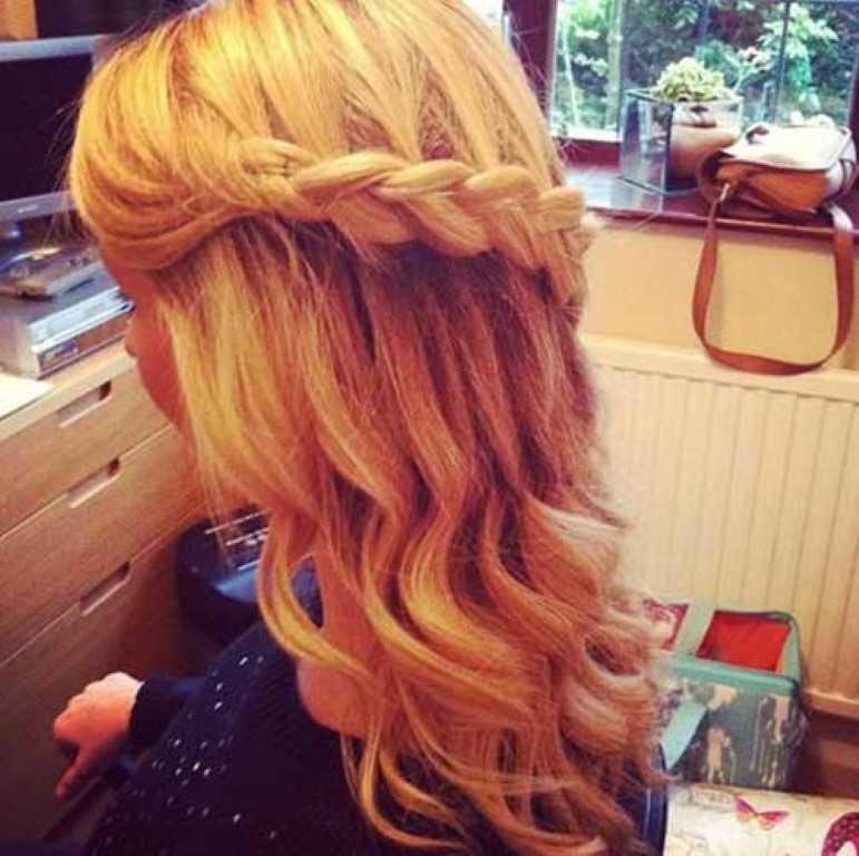 3. Geflochtene Abschlussball Frisur Lange Haare