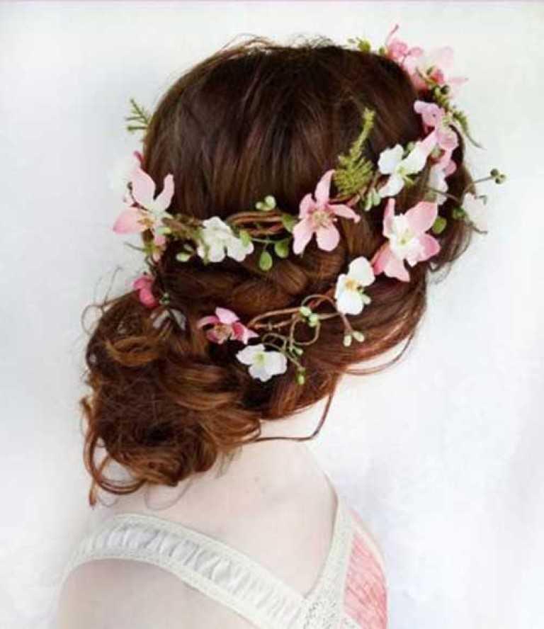 24. Flower Crown Hochsteckfrisur Stil