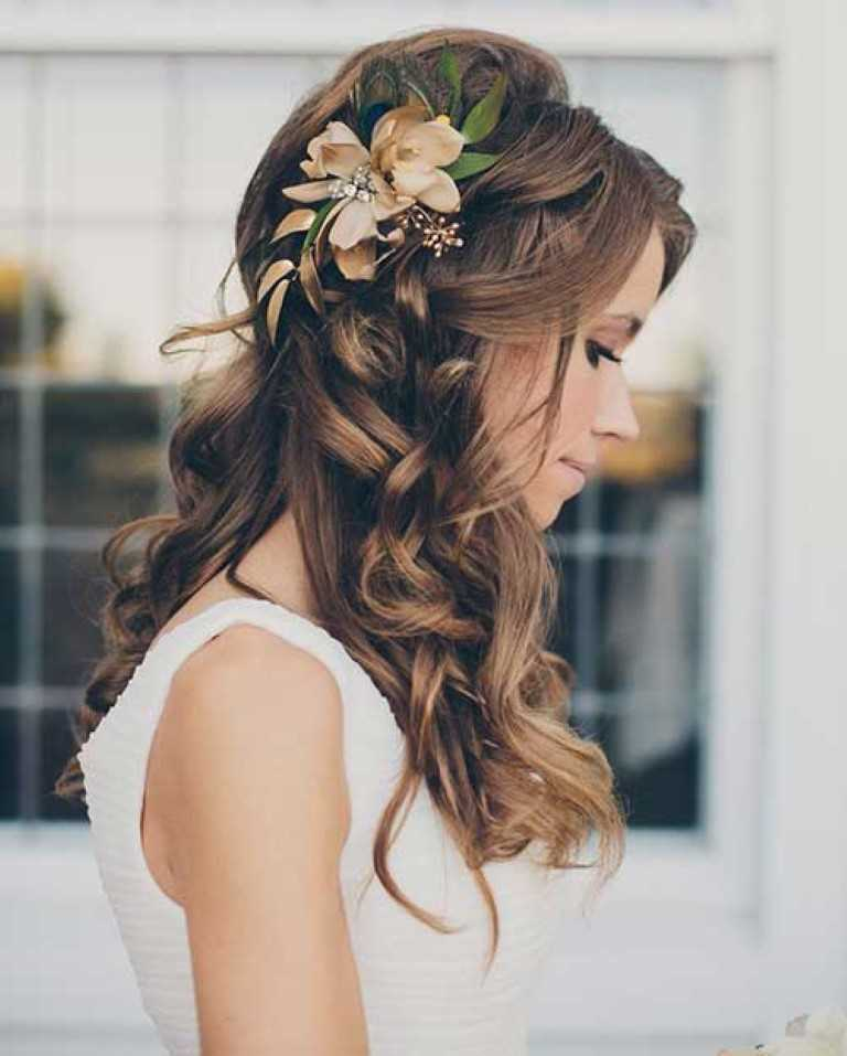 34. Lose Curly Hochzeit Die Hälfte-Up-Frisur