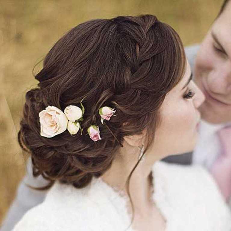 4. Geflochtene Hochzeit Messy Hair Style für Langes Haar