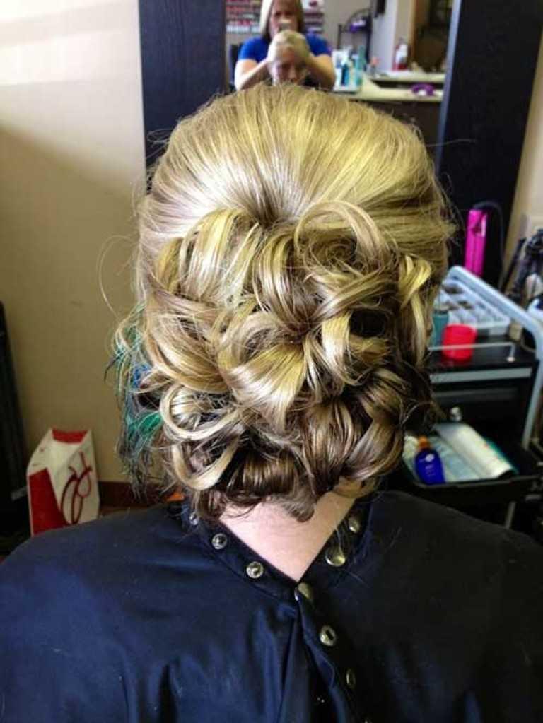 11. Blonde Casual Low Hochsteckfrisur Blonde Frisur