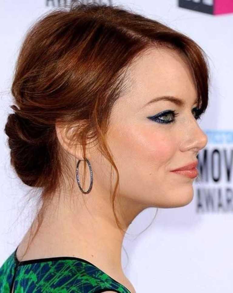 13. Emma Stone Medium Länge Lockere Hochsteckfrisur