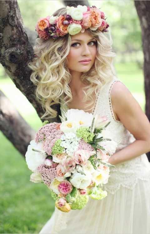 Curly Braut-Bohemian-Frisur