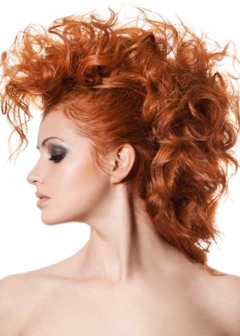 Curly Fauxhawk Frisur in Kupfer Schatten