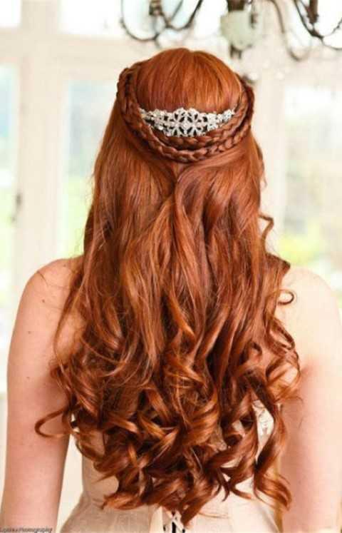 Lange Lockige Frisur mit Doppel-Krone-Geflecht