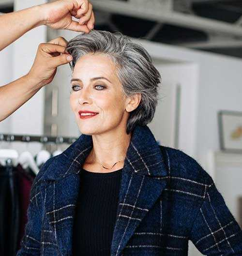 Kurzen Haarschnitt für Ältere Frauen-11