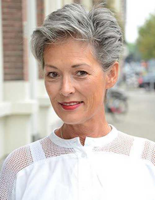 Kurzen Haarschnitt für Ältere Frauen-15