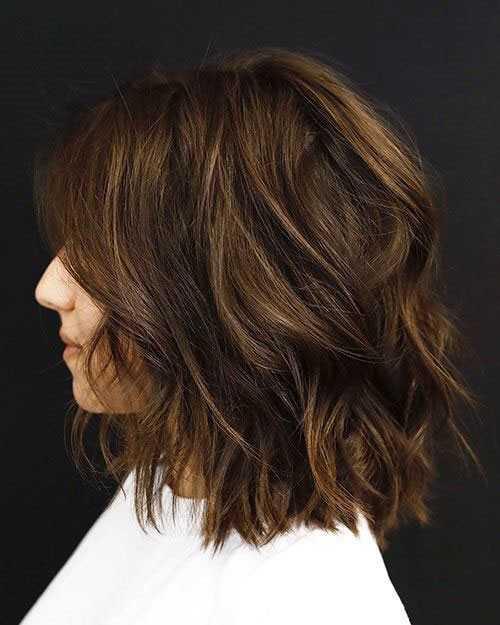 Kurze Haarschnitte für Frauen mit Dicken Haaren mit Highlights-11