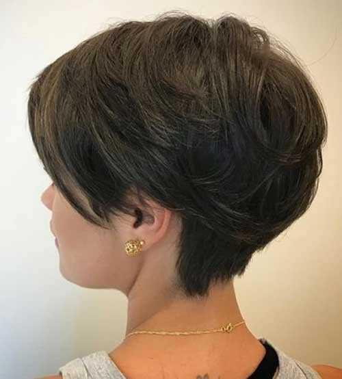 Kurze Haarschnitte für Frauen mit Dicken Haaren-20