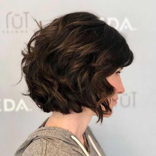 Kurze Haarschnitte für Frauen mit Dunkel Braune Dicke Haare-7