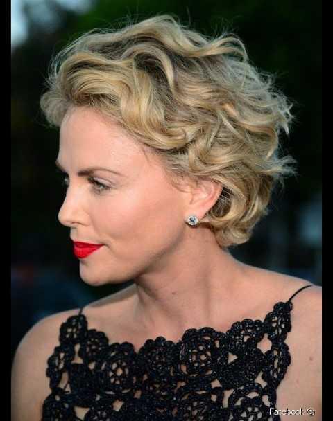 15 Niedliche Kurze Haarschnitte für Frauen über 50-2