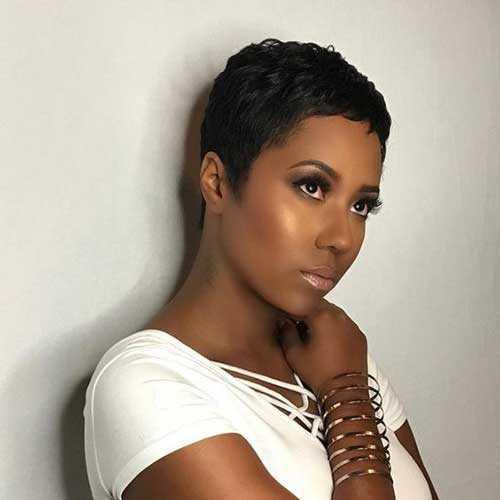 Pixie Haarschnitte für Schwarze Frauen-13